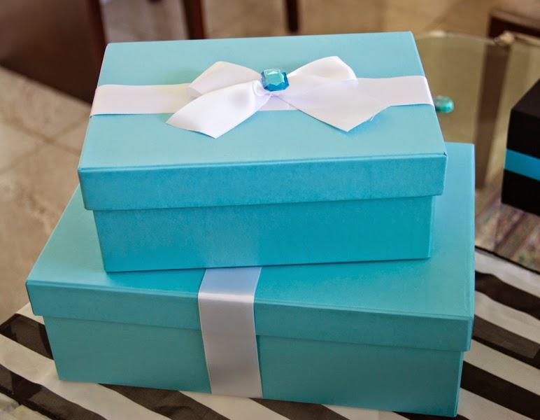Caixas para presente personalizadas com laço branco de fita