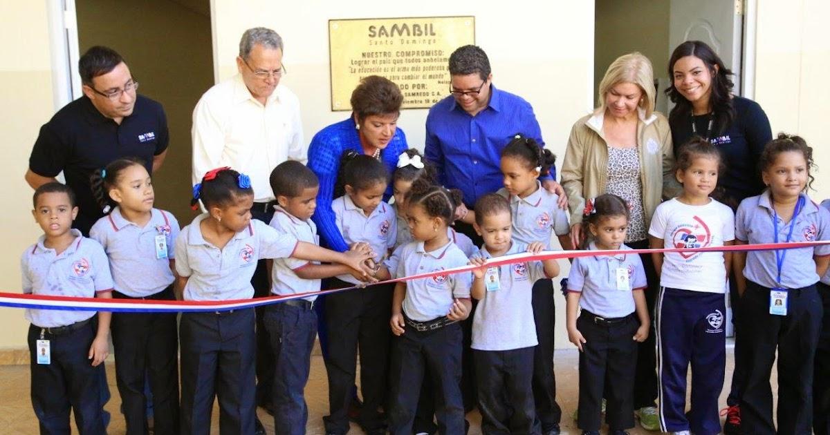Puertas Para Baños En Santo Domingo: remodela baños de escuela en Santo Domingo