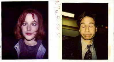 http://4.bp.blogspot.com/-I17pCNiyYmI/WE3U-z-VZEI/AAAAAAAAKYU/wfPT6FOtSB8MVwVnOVfLVSHT7gK23ahoQCK4B/s1600/Continuity-polaroids-of-Gillian-Anderson-and-David-Duchovny-on-the-set-of-The-X-Files1.jpg