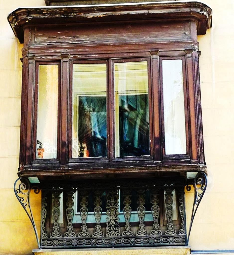 les miradores madril nes fen tres en saillies typiquement espagnoles. Black Bedroom Furniture Sets. Home Design Ideas