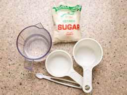 пропорции сиропа и фруктов - залить фрукты водой , слить воду , прибавить 20 % и готовить сироп