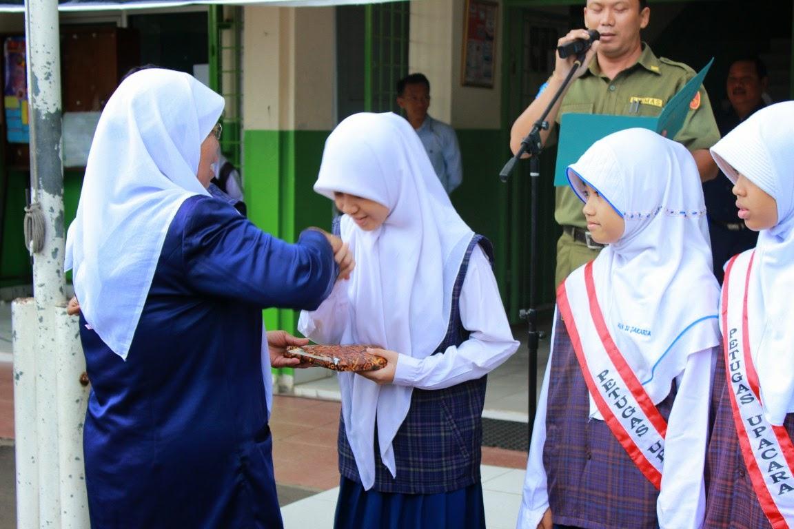 penghargaan kepada siswa mtsn 33 jakarta 01