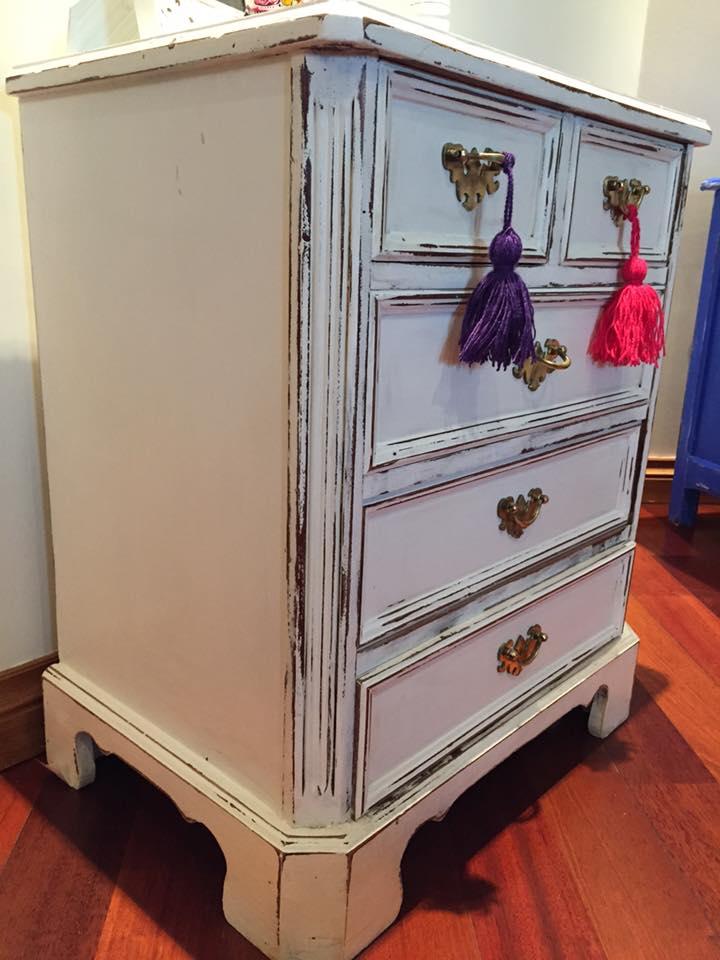 Vintouch muebles reciclados pintados a mano mueble antiguo 5 cajones decapados en blanco - Muebles decapados ...