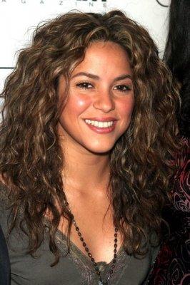 shakira natural hair color