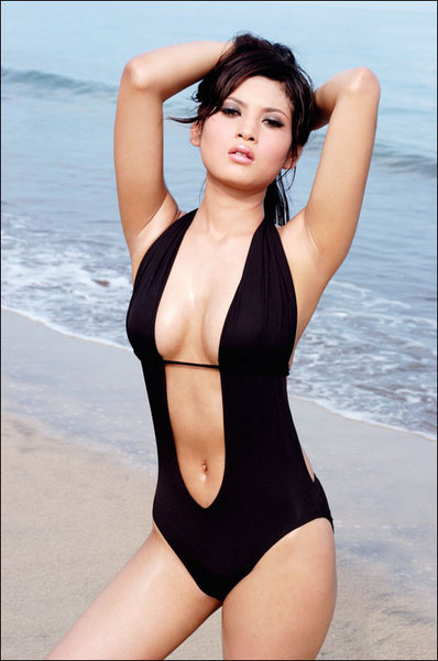 Model Indonesia Borpose Hot di Pantai || gudangcewek.com