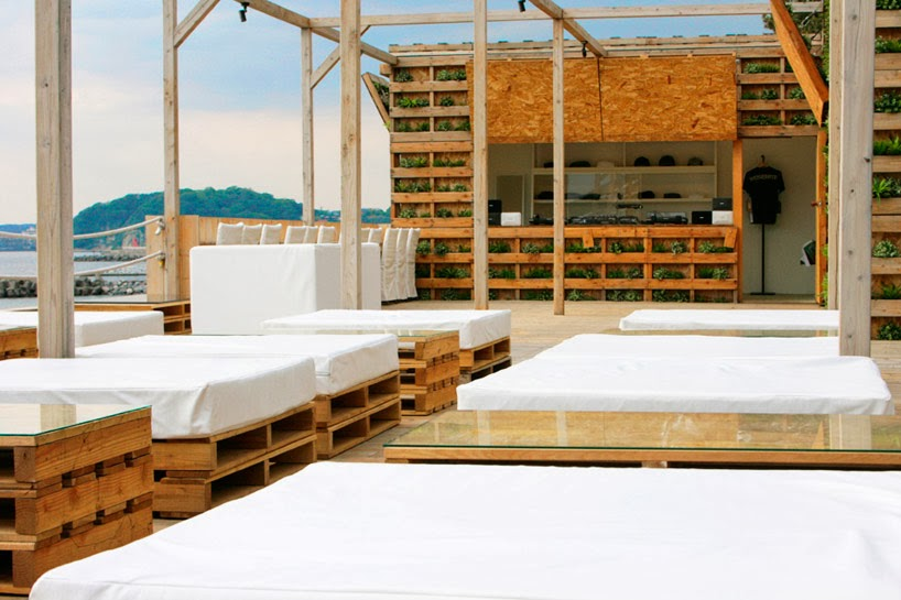 Terraza chill out en la playa con palets reciclados - Salones chill out ...
