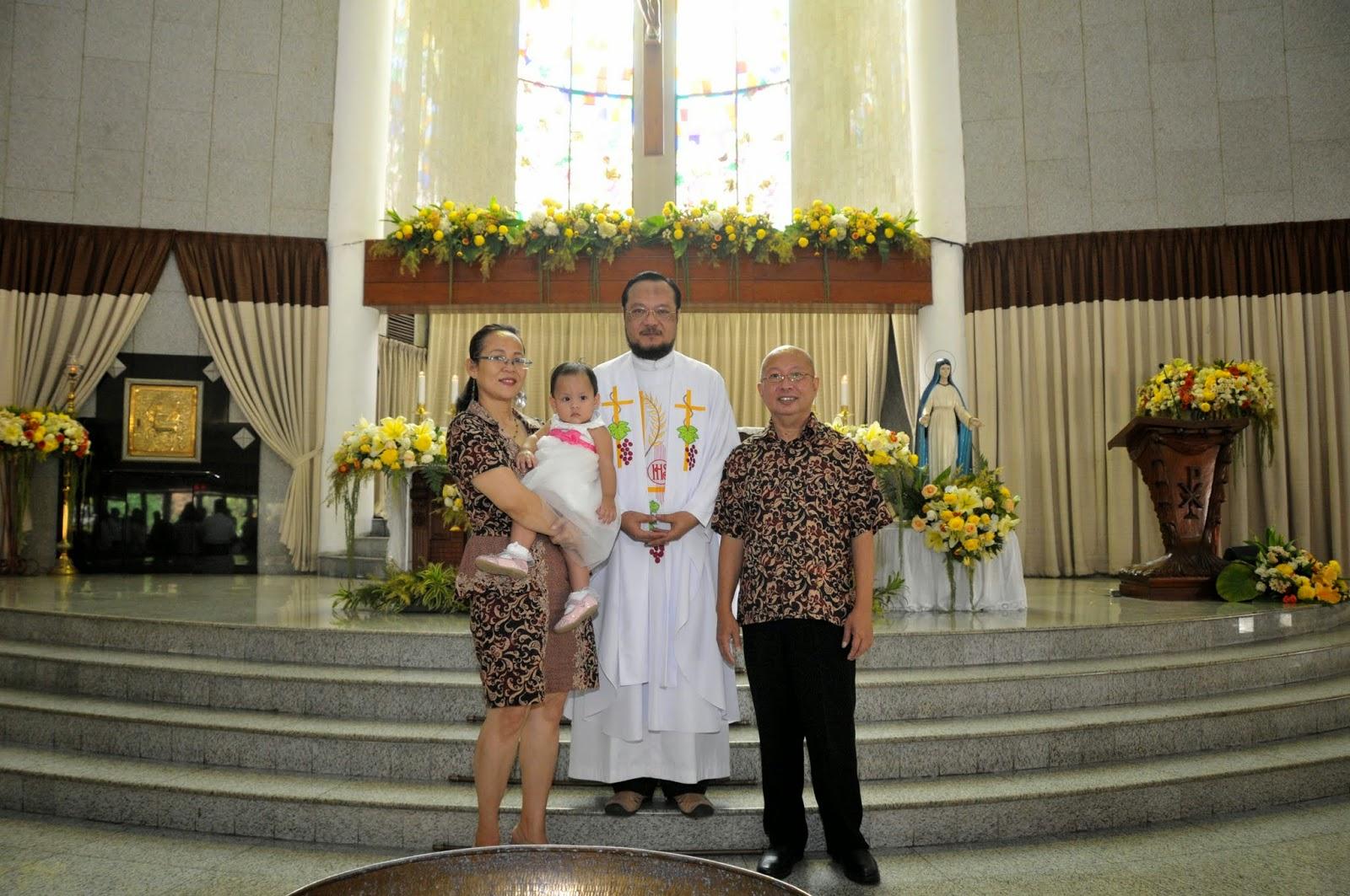 Foto Keluarga saat Baptis 5 Oktober 2014