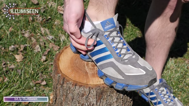 how to use extra shoelace hole, running shoes blisters, heel lock, lace lock