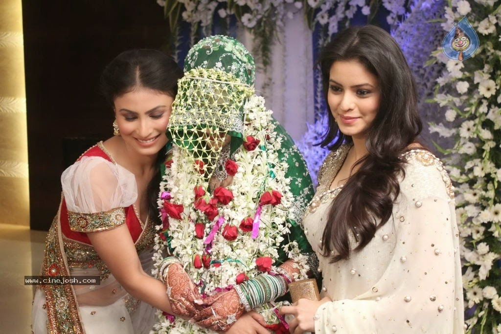 Into The Black Coloured Sherwanis And Also Indian Player Is Trying Beautifully Pretty Within Inexperienced Sharara Wedding Gown