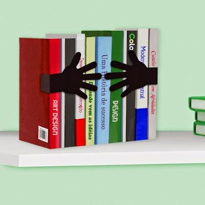Aparador de Livros - Mãos Abraçando
