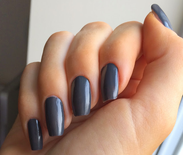 bourjois-1-seonde-nail-polish-grey-to-meet-you-swatch-on-nails