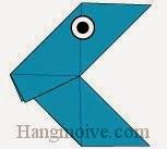 Bước 11: Vẽ mắt để hoàn thành cách xếp con cá đòi ăn bằng giấy đơn giản.