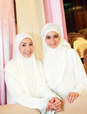 Gambar Irma Hasmie dan Nurul Iman Seksi Hot Pengacara Solehah TV AlHijrah