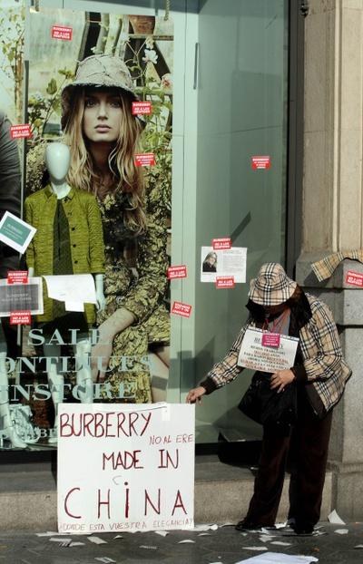 España, emma watson, burberry, modelo, bolso, cuadros, rubios, precio, caro, marca, china, made in