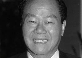 Dia adalah Eka Cipta Wijaya pendiri P.T. SinarMas yang merupakan salah satu orang pada jejeran orang terkaya di Indonesia. - eka%2Bcipta