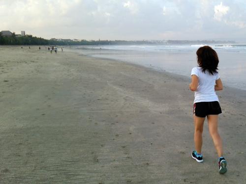 バリ島・クタ海岸 朝ジョギング