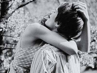 fotos de abrazos apasionados