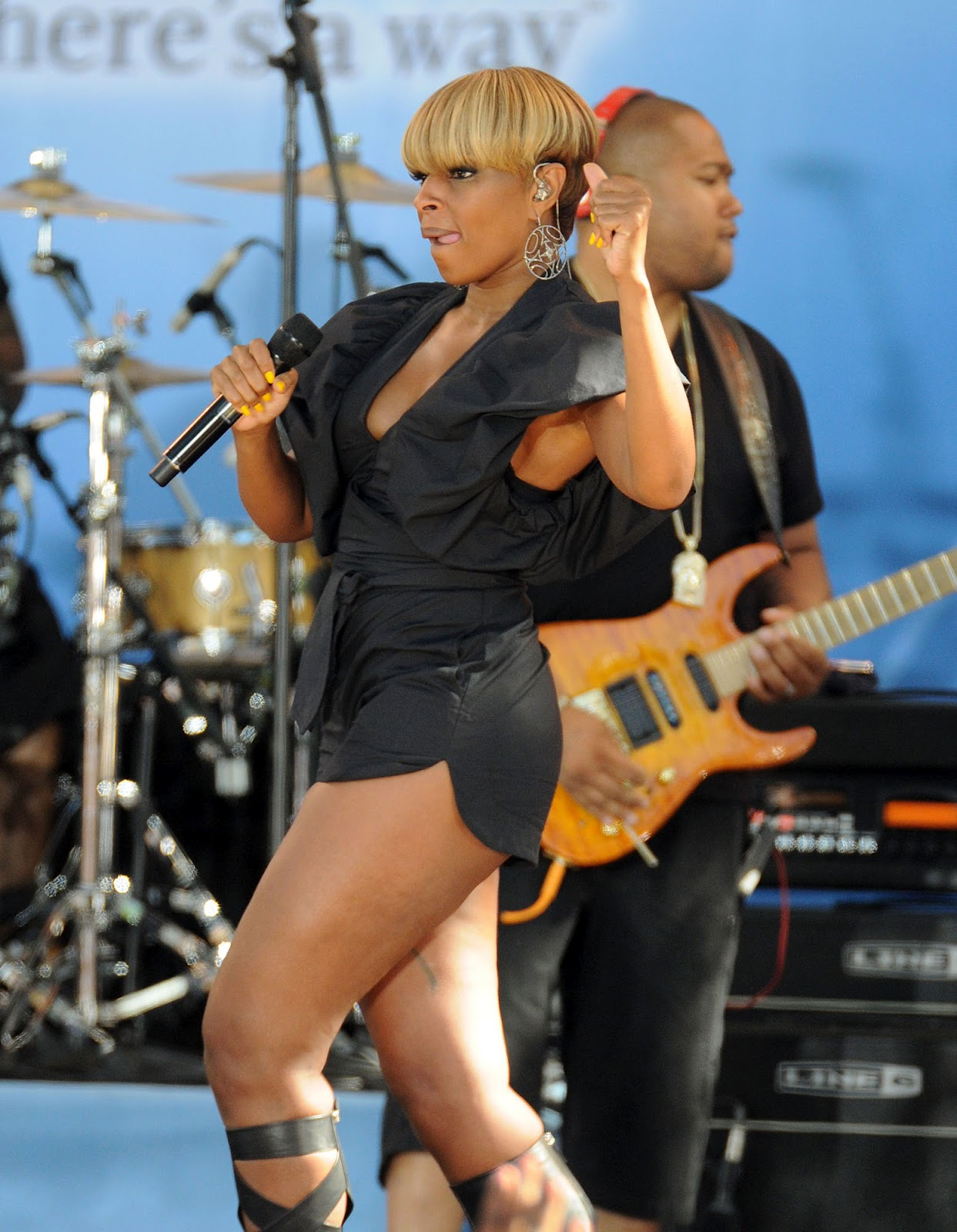 Mary J Blige Hairstyle Trends: Mary J Blige Hot Pictures Mary J Blige Cars