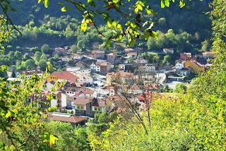Vista de Pola de Somiedo desde la carretera a Valle de Lago