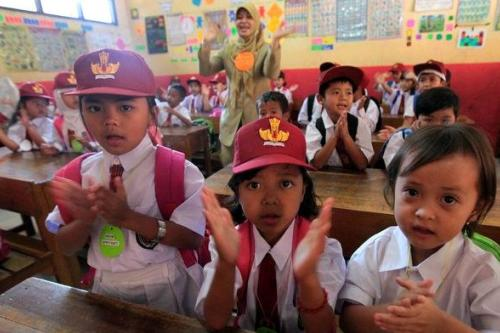 Rasio minimal jumlah siswa 10 per rombel ditunda hingga tahun 2015