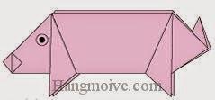 Bước 11: Vẽ mắt để hoàn thành cách xếp con lợn, con heo bằng giấy đơn giản.