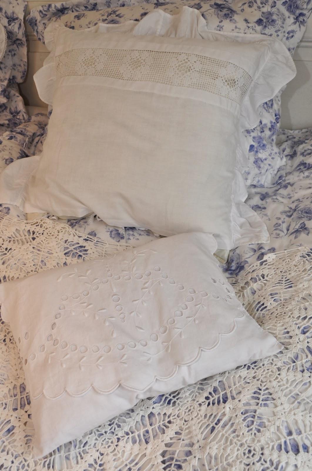 Husmannsplassen i Hidlesundet: Soverom i blått og hvitt