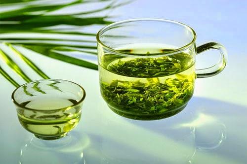trị nám da mặt với nước trà xanh