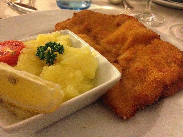 Wiener Schnitzel mit Erdäpfelsalat © diekremserin