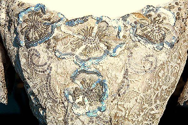 Robe ancienne, inspiration mariage alternatif
