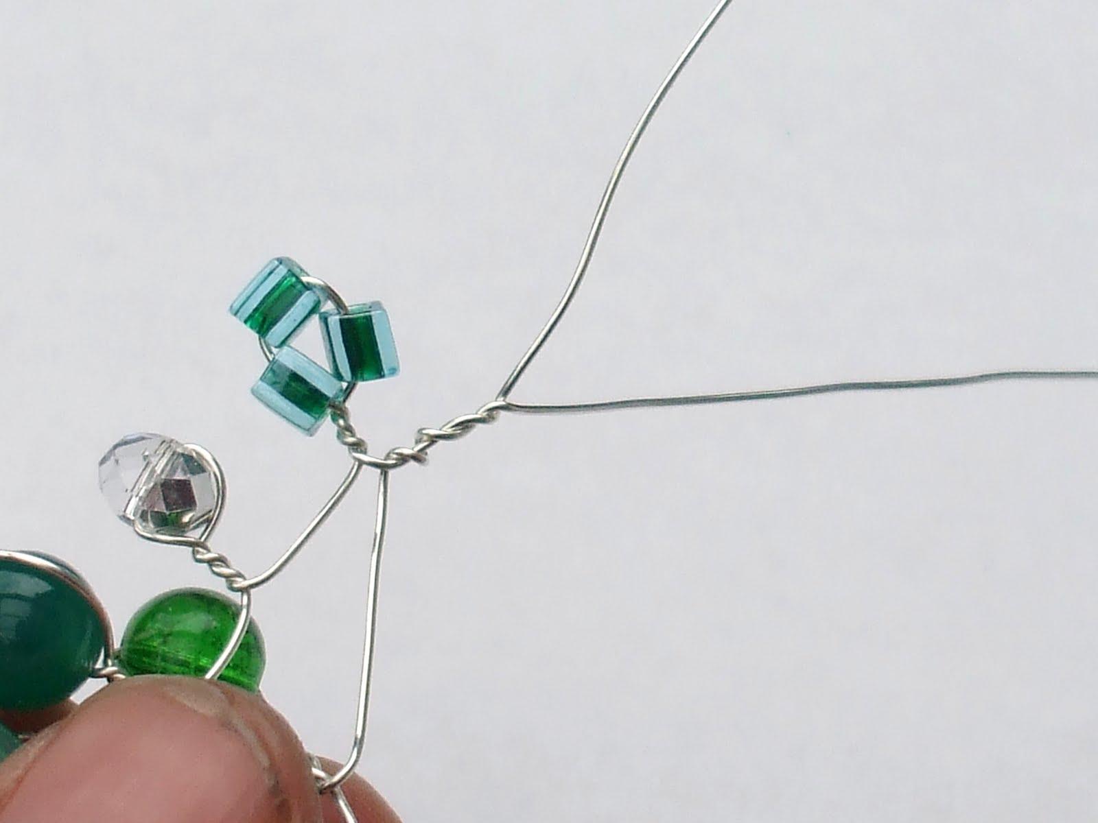 LITTLE RED ROBIN: How to make twist wire bracelet