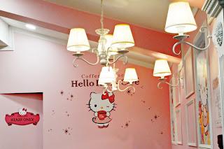 Hello Kitty Cafe (헬로키티 카페) Hongdae | www.meheartseoul.blogspot.com