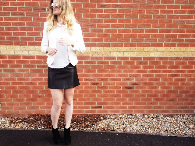 street style, FashionFake, fashion blog, monochrome trend, LookBook, leather skirt, Topshop skirt, leather Topshop skirt