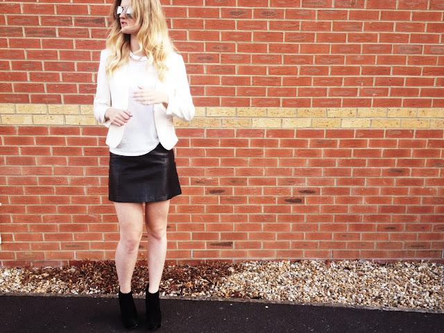 street style, FashionFake, fashion blog, monochrome trend, LookBook, leather skirt, Topshop skirt, leather Topshop skirt