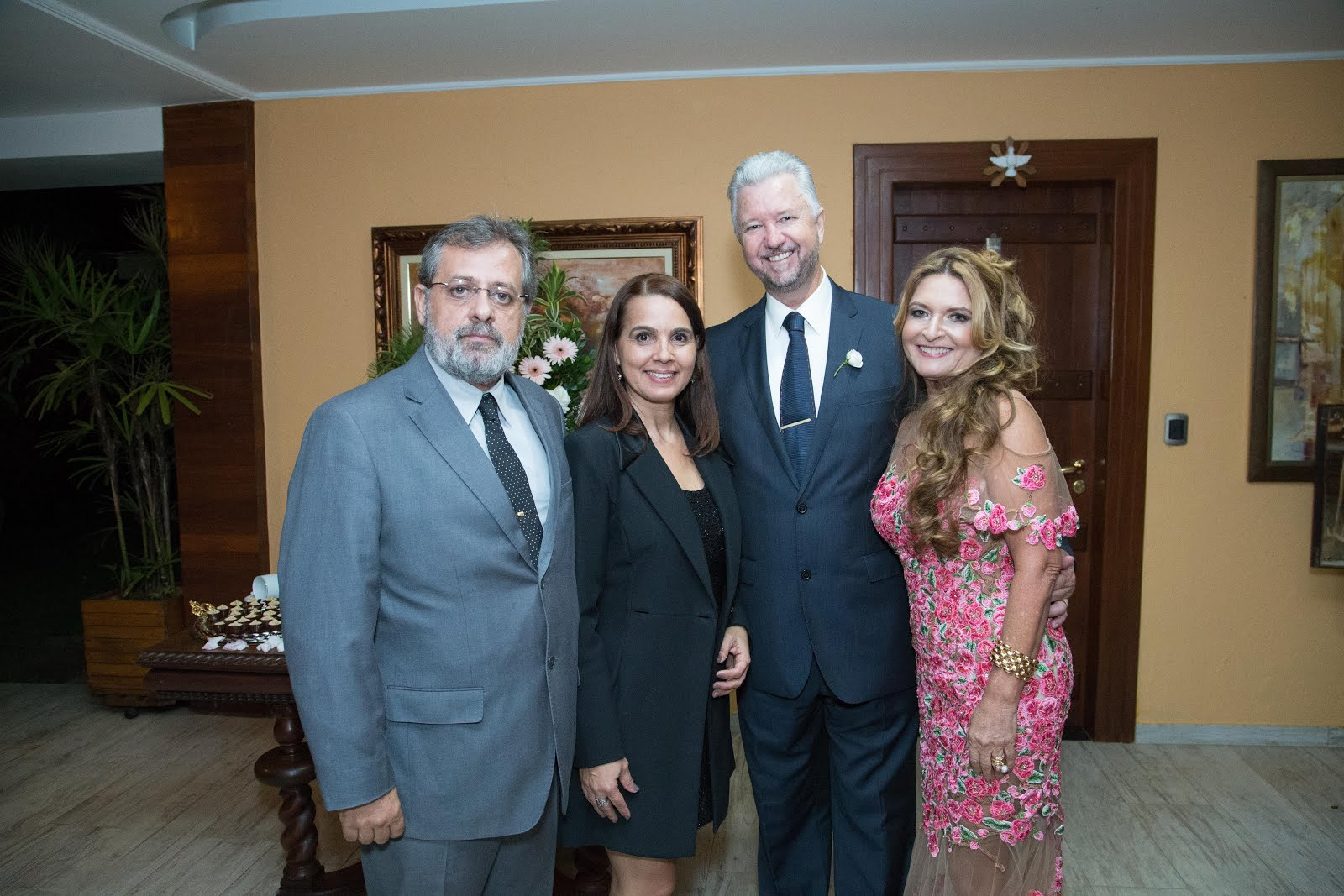 com os anfitriões Luiz Pietschamann e Sandra Miranda