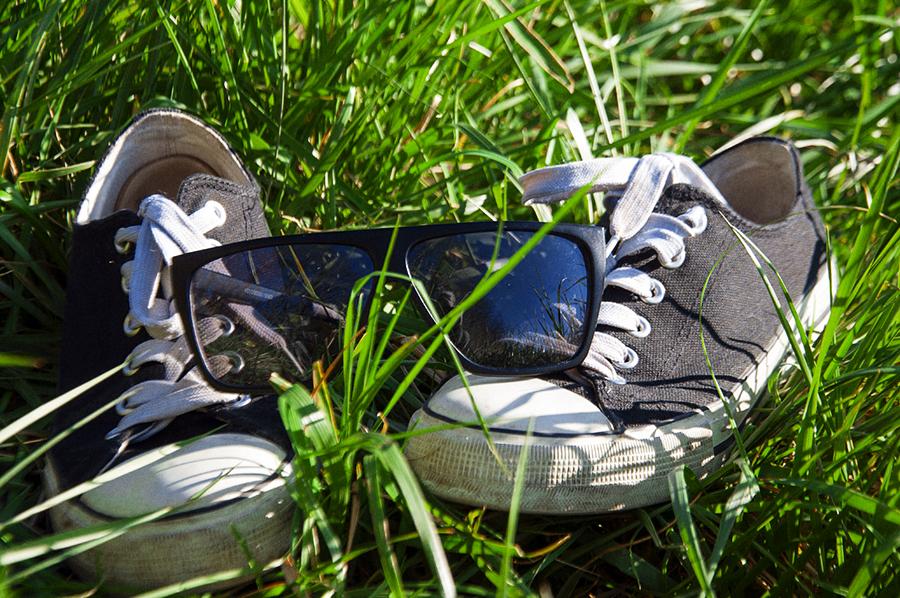 For Peet's Sake blog Converse sneakers black sunglasses