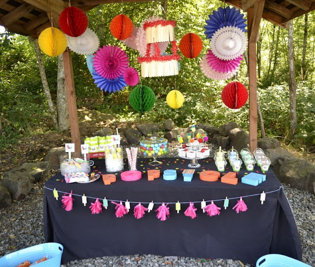 Pop Up Popsicle Party table