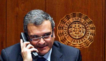 Miguel_Relvas_telefonando (30K)
