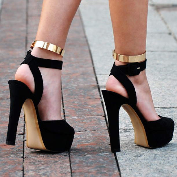 http://www.myhighheels.net/p/photo-gallery.html
