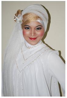 Cara Memakai Jilbab Pesta dengan Kain Tile