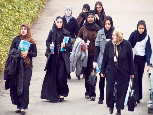 Diskriminasi - Pelajar Islam Dilarang Berhijab Di Britain