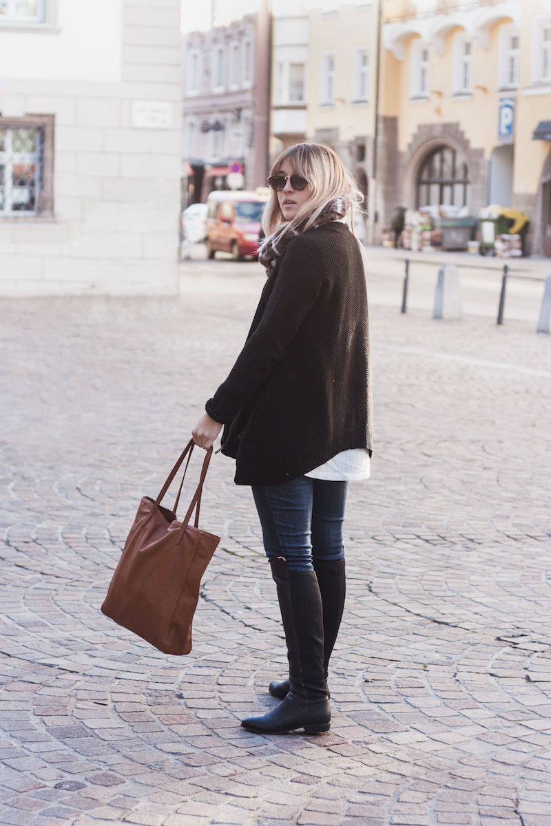 Innsbruck, Austria travel style on Bryn Newman of San Francisco Fashion Blog Stone Fox Style. Le Tote Fashion Subscription Service unlimited clothing and accessory rental makes a perfect travel companion