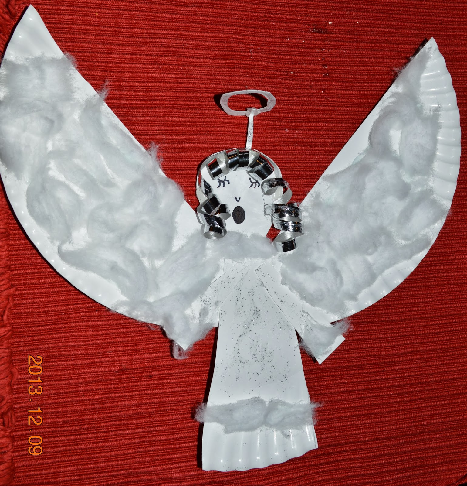 solagratiamom advent day 9 angel paper plate craft