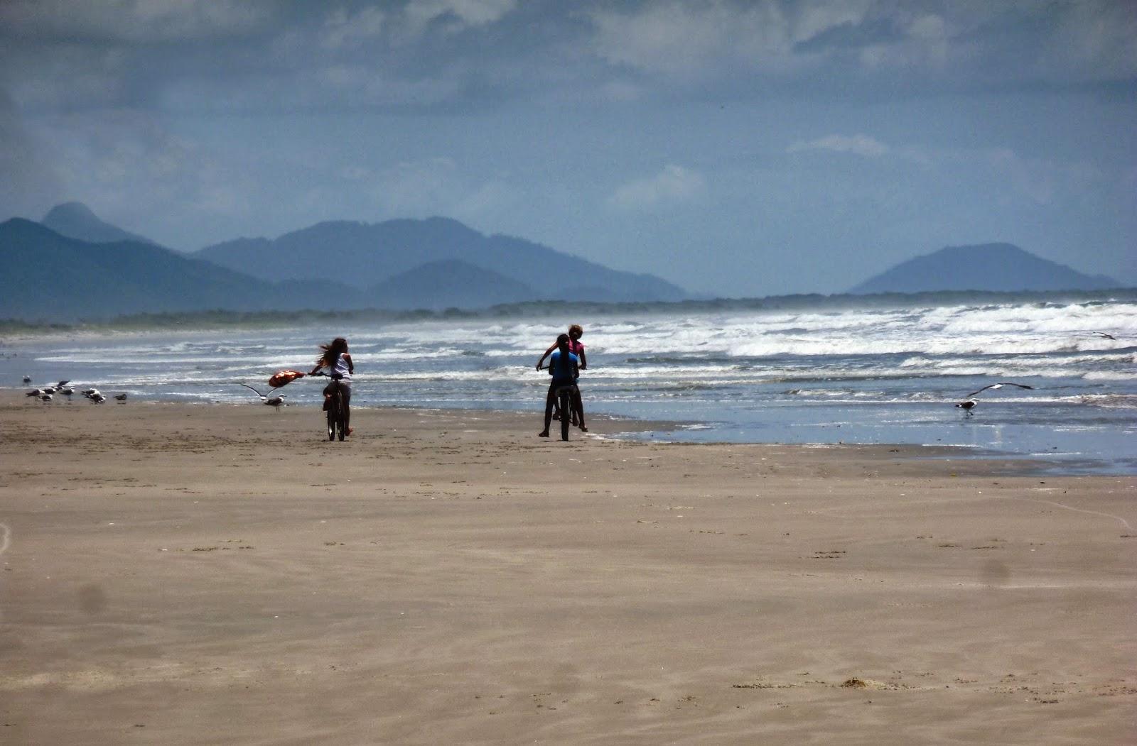 Balade à vélo sur la plage de Superagüi, Brésil
