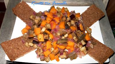 dadolata di zucca, melanzane e cipolle con crostini di pane di segale
