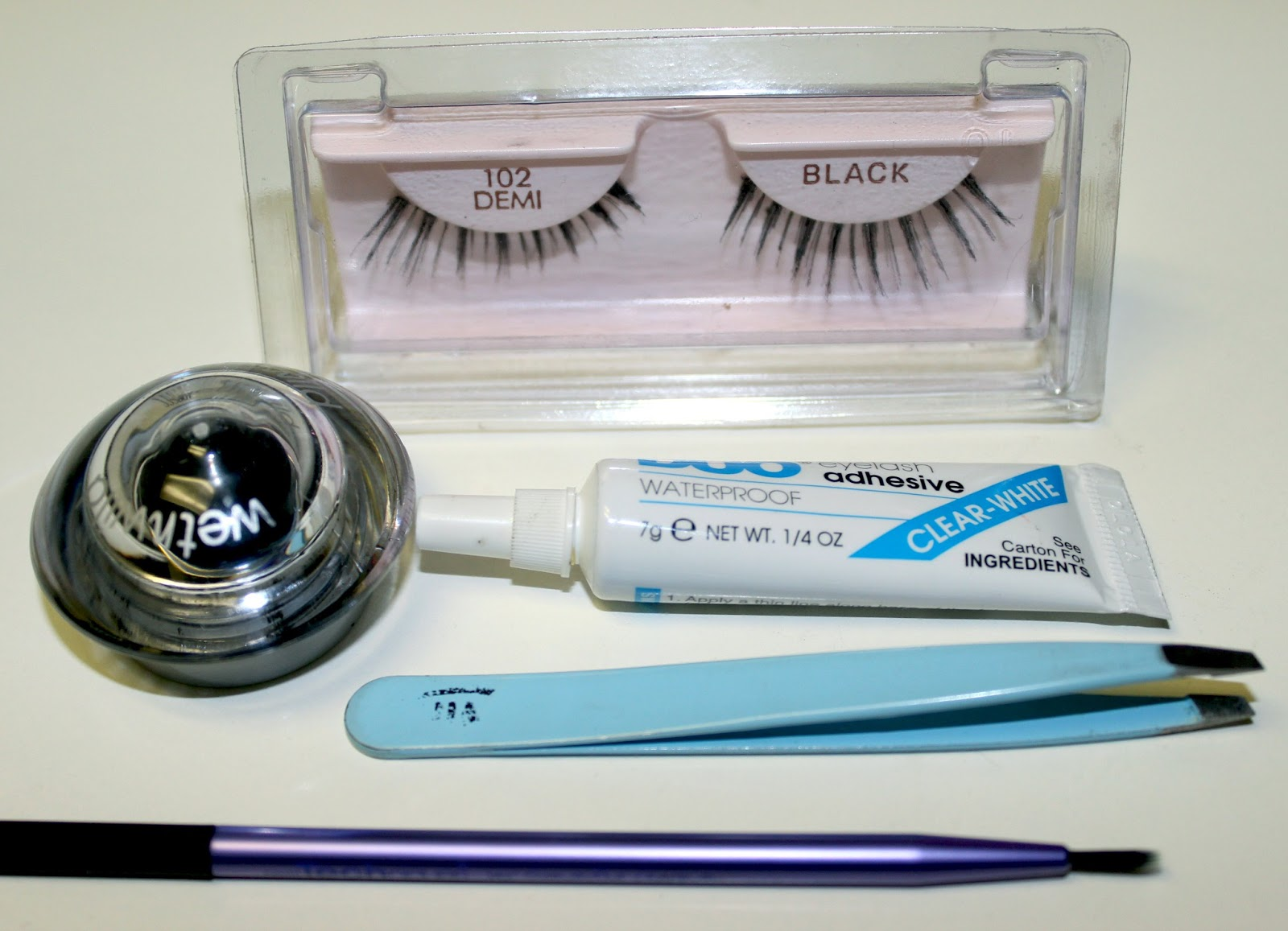 Watch 4 Easy Steps to Applying Fake Lashes That Dont Look Fake video