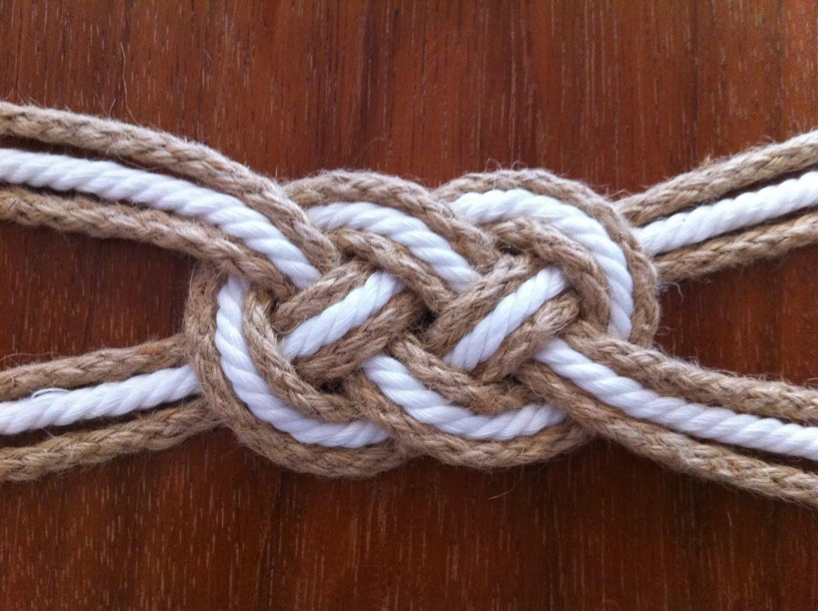 Связал ремнями веревкой крепко надел колготки 1 фотография