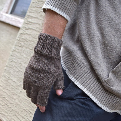 https://www.etsy.com/listing/244263254/mens-fingerless-gloves-natural-brown?ref=shop_home_active_10