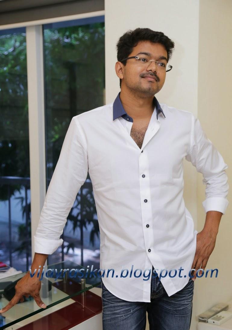 vijay rasikan: vijay stills at talking about kaththi film