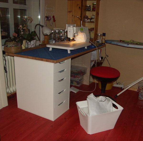 nähecke im wohnzimmer:Mein Stofflager, auch in durchsichtigen Boxen, die sind einfach super