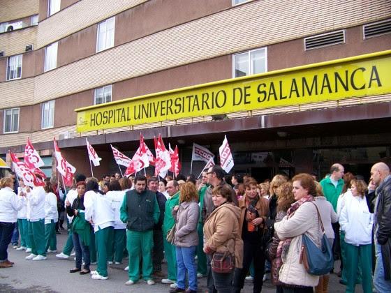 concentracion de trabajadores frente al clinico de Salamanca